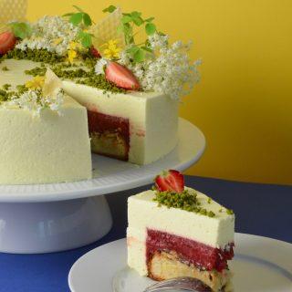 opskrift på lagkage med kransekage, jordbær, rabarber, honning