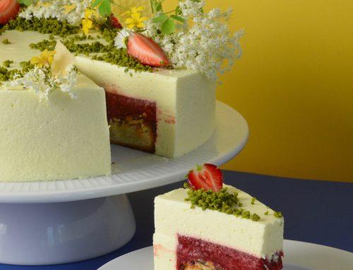 Sommerlagkage med jordbær, rabarber og honning