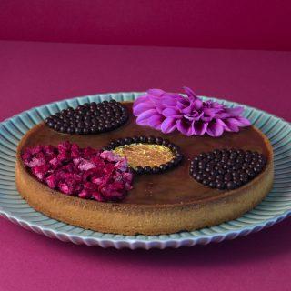 Chokoladetærte med kaffe og kirsebær