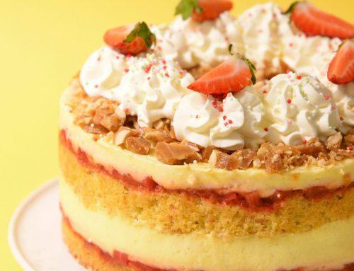 Lagkage med vanilje, jordbær og peanuts